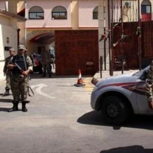 أربعة حراس فقط كانوا يحرسون 220 معتقلًا جنائيًّا وسياسيًّا في السجن يوم الجمعة