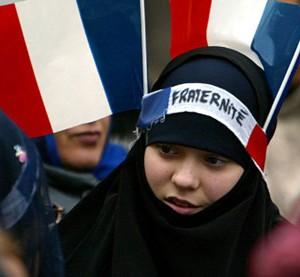 المسلمون يفضلون اليمين السياسي ويلفظون اليسار