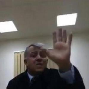 أبو سهمين خلال التحقيق معه كما جاء بمقطع الفيديو الأول الذي تم تسريبه مؤخرا