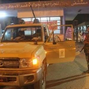 سيارة تابعة للأمن أمام مستشفى الجلاء بمدينة بنغازي - أرشيفية