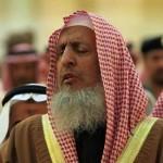مفتي السعودية: نقل الإشاعات والكذب عبر وسائل التواصل من آفات اللسان