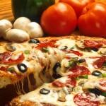 مشابهة لوصفات المطاعم .... 10 نصائح لتحضير بيتزا مثالية في المنزل