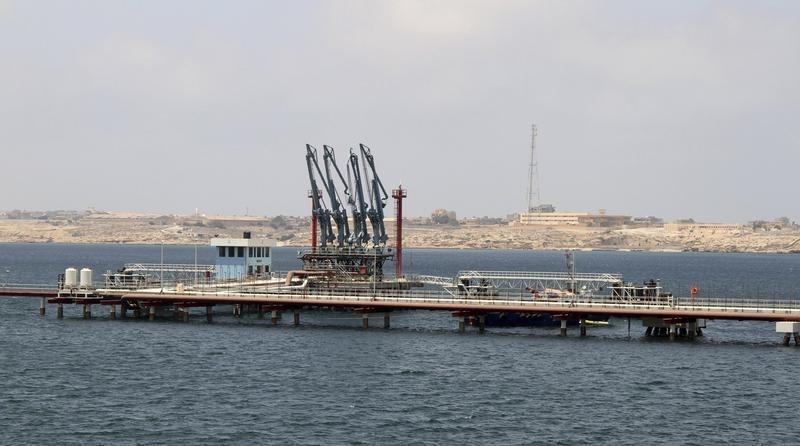 تحميل ناقلتين بالنفط في مرفأين بشرق ليبيا