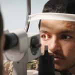 عالم بريطاني يطور عدسة للعين تحسن الرؤية ثلاثة أضعاف