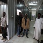 صحيفة بريطانية: مراكز اعتقال المهاجرين غير القانونين فى ليبيا غير آدمية