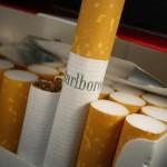 علبة سجائر تدفع امرأة لقتل زوجها