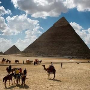 الركود يدفع أصحاب متاجر المدن السياحية بمصر لتجميد أنشطتهم
