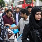 بريطاني يدافع عن فتاة مسلمة تعرضت لهجوم «عنصري»