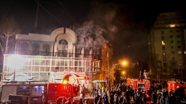 إيرانيون يهاجمون السفارة السعودية في طهران - 3 يناير 2016