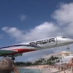 فيديو.. طائرة تحلق فوق رؤوس متنزهين بأمتار