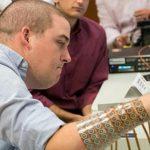 ابتكار جهاز يُساعد على تحريك اليدين لمرضى الشَللِ الرباعِي