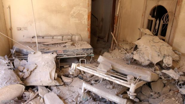 آثار غارة جوية على أحد مشافي حلب