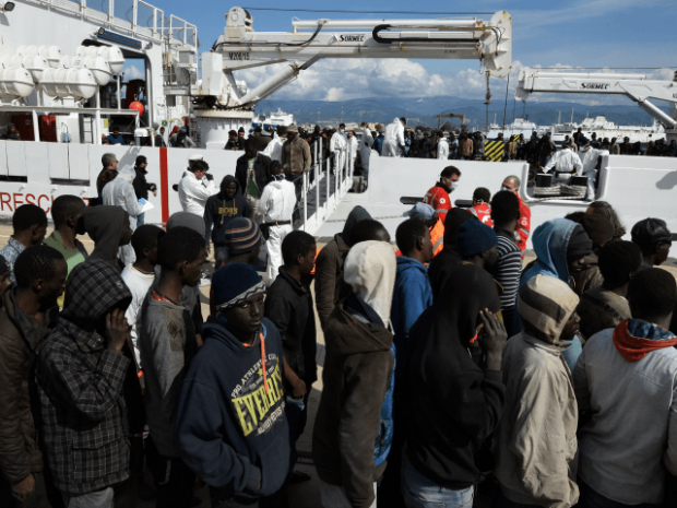 african-migrants-rescued-by-italian-coast-guard-libya-640x480