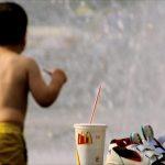 العطلة قد تكون سببا لسمنة الأطفال