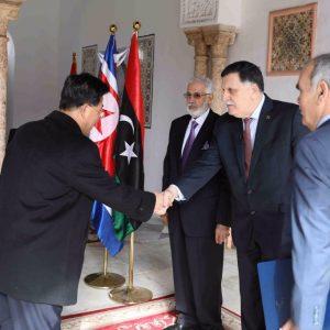 السراج يعتمد أوراق سفيري إيطاليا وكوريا الشمالية في طرابلس