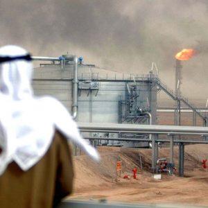 ارتفاع النفط مع تقارير بشأن تقليص الإمدادات السعودية إلى آسيا