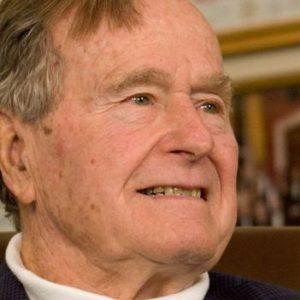 بوش الأب يُنقل إلى أحد مشافي هيوستن
