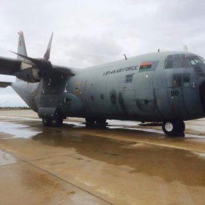 مصراته: الإنتهاء من صيانة طائرة شحن عسكرية تعرضت للقصف في الجفرة