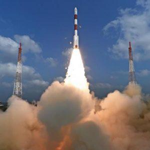 الهند تطلق 104 أقمار اصطناعية دفعة واحدة