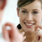ما الطريقة الصحيحة لاستعمال خيط الأسنان؟