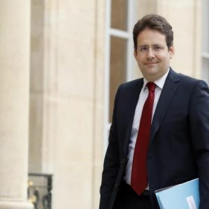 وزير فرنسي يدعو أوروبا لإنهاء تبعيتها لأميركا