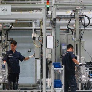 بلومبرغ: مصانع الصين لا تخشى ترمب
