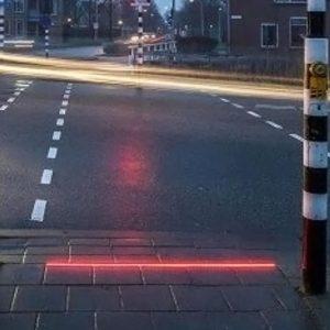 هولندا.. تجربة إشارات مرورية لمستخدمي الهواتف الذكية