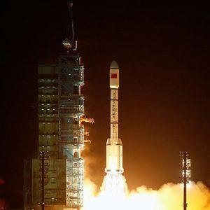 الصين تستعد لإطلاق أول مركبة شحن إلى الفضاء