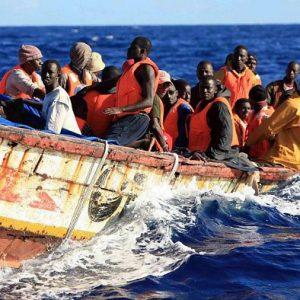 خفر السواحل: إنقاذ 185 مهاجر قبالة سواحل صبراته