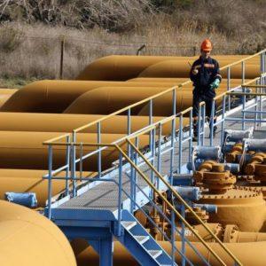 العراق يبحث تصدير النفط عبر إيران