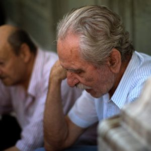 اليونان.. انحدار نحو الفقر رغم خطط الإنقاذ
