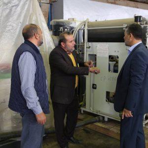 مجموعة من المسؤولين يقومون بجولة لمستودع طرابلس النفطي