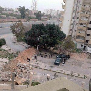 اشتباكات بالأسلحة الثقيلة والمتوسطة بمنطقة أبوسليم