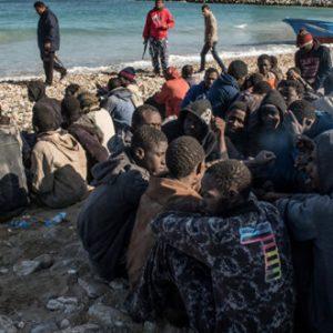 إنقاذ 215 مهاجرًا غير شرعي قرب سواحل زوارة