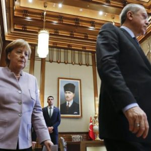 ألمانيا: اتهام أردوغان لميركل بالنازية غير مقبول