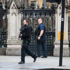 بريطانيا.. الشرطة تعتبر هجوم البرلمان