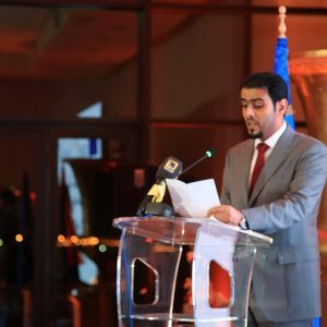 وزير مالية الوفاق يَدعو إلى دعمِ مشاريع الشباب لتطويرِ الاقتصاد