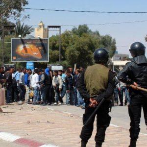 وفاة شخص وحالات إغماء عديدة باحتجاجات جنوب تونس