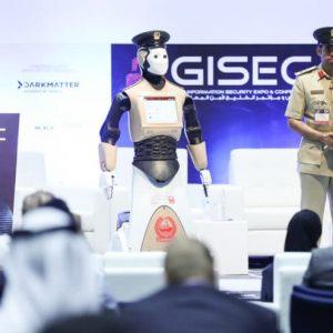 أول شرطي آلي ينضم إلى صفوف شرطة دبي