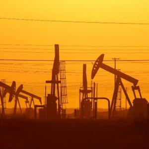 تراجع أسعار النفط رغم تمديد خفض الإنتاج لتسعة أشهر أخرى