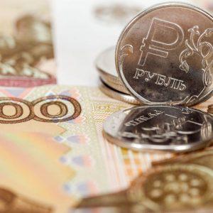 قيمة الروبل تنخفض أمام الدولار الأمريكي