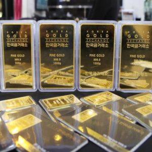 الذهب يلامس أدنى مستوى بأربعة أسابيع