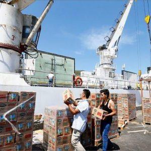 أول سفينة مواد غذائية تبحر من إزمير التركية لقطر
