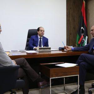 معيتيق يناقش مع وزير التعليم المفوض مراجعة الهيكل التنظيمي لوزارة التعليم