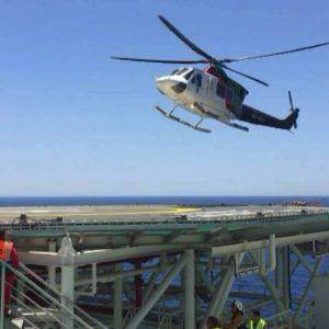 ميناء غزة العائم يشهد هبوطا ناجحا لطائرة عمودية من طراز { Bell 412 }