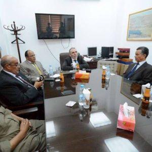 صنع الله يلتقي مع مجموعة من قدامى الخبرات النفطية بمدينة بنغازي