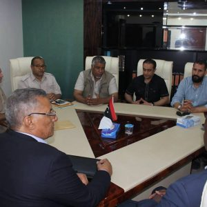 وزير الحكم المحلي يكَرم الطبيب الليبي الذي أجرى 60 زراعة بالعين