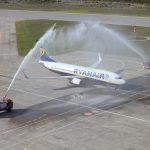 وللطائرات أعراف : لماذا ترش الطائرة بالمياه؟