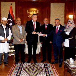 السراج يتسلم رسمياً نسخة من مسودة مشروع الدستور الليبي