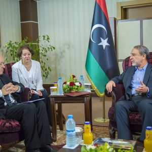 «السويحلي» يلتقي وزير الخارجية الفرنسي ويناقشان المبادرات الداعمة للسلام